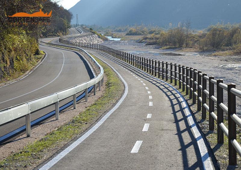 Cortensafe-La-lunga-Via-delle-Dolomiti-staccionata-Brunico-acciaio-corten-Longarone-Belluno