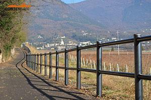 Cortensafe-staccionata-in-acciaio-corten-protezione-ciclovia-percorso-ciclopedonale-Costermano-lago-di-Garda-Verona-Veneto