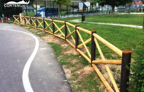 recinzione opera pubblica ad Avio, Trento; parcogiochi
